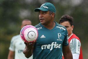 Roger Machado declarou em coletiva que clube grande está sempre disponível para contratação