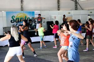 De quarta a domingo, das 10h às 14h, são realizadas aulas de dança e atividades físicas