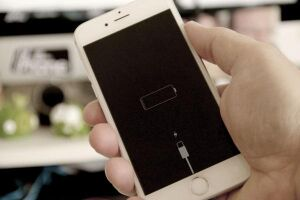 Após polêmica sobre lentidão, Apple dá desconto de R$ 300 em troca de bateria
