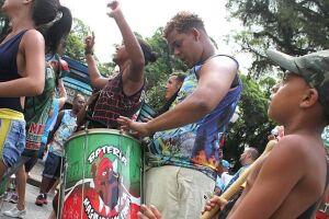 Comemoração da X9, escola campeã do carnaval santista em 2017