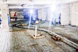 A concretagem dos 915 m² do subsolo da futura UPA terminou no último sábado (3). A área foi coberta com  95 m³ de concreto
