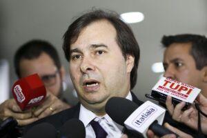 Rodrigo Maia disse que cumprirá a decisão judicial e que a Mesa decidirá a cassação de Paulo Maluf