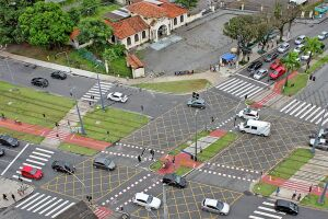 Em Santos, o crescimento no número de veículos foi inversamente proporcional ao de acidentes