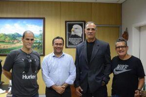 Em visita ao prefeito Ademário Oliveira, o presidente da Confederação Brasileira de Kickboxing, Paulo Zorello, destacou a importância da modalidade