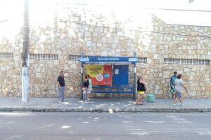 Guarujá inicia colocação de pontos de ônibus reformados