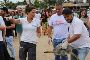 No Guarujá, as praias do Tombo, Astúrias e Pitangueiras receberam as ações de conscientização dos 18 monitores e 3 líderes contratados