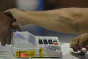 O cadastramento biométrico consiste na coleta da assinatura, foto e digital do eleitor