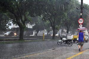 A previsão dos institutos meteorológicos é de que deve haver pancadas moderadas de chuva até esta sexta-feira (16)