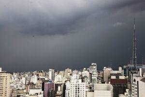Há possibilidade de chuva em SP neste terça-feira (13)