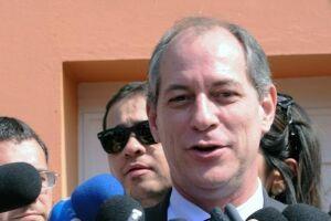 Para Ciro, SP frauda índice de homicídio e intervenção no Rio é 'politiqueira'