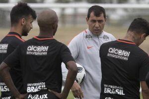 O acordo com a Positivo é um dos últimos negócios de Roberto de Andrade na presidência do clube