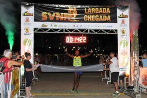 Rodrigo Santana foi o campeão da 4ª edição da São Vicente Night Run