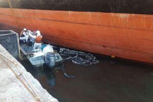 Cerca de 50 litros de óleo vazaram do navio cargueiro Marcos Dias