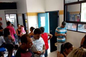 A Secretaria de Saúde avisa que as vacinas continuarão disponíveis à população.