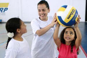 O Projeto Escola da Bola visa propiciar vivências em diferentes esportes