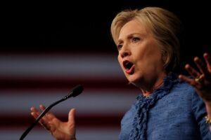 Hillary Clinton pediu que os EUA retomem o protagonismo global