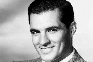 """O ator americano John Gavin, que atuou em filmes como """"Psicose"""" (1960) e """"Spartacus"""" (1960)"""