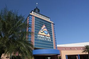 Litoral Plaza Shopping, em Praia Grande, onde parte do teto desmoronou durante as fortes chuvas de sábado (10/02).
