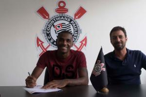 Marllon assinou o contrato com a agremiação alvinegra e se mostrou feliz com o novo clube
