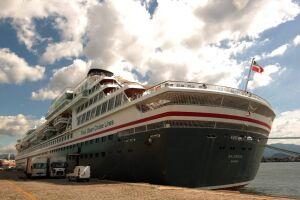 O transatlântico foi construído em 1988