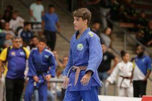Nicolas Dias é atleta da Associação Esportiva de Guarujá