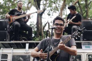 Baruk é cantor gospel e começou sua carreira ainda muito jovem