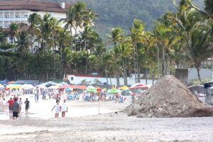Ação é realizada na Praia de Pernambuco, em Guarujá