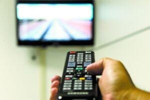 O número de assinantes de TV por assinatura caiu 4,99% em 2017