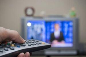 Do total de residências com televisores no País, 10,3% não tinham aparelho com conversor, nem recebiam sinal por antena parabólica, nem tinham serviço de televisão por assinatura