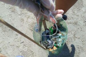A coleta dos resíduos micro lixo é fundamental para sensibilizar o banhista