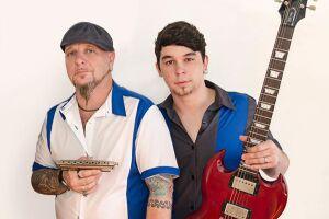 Os músicos Sérgio Duarte (voz, gaita e violão) e Léo Duarte (guitarra), disponibilizam o repertório para que o público escolha quais músicas serão executadas e contam detalhes sobre elas