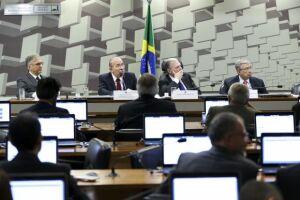 O ministro-chefe da Casa Civil, Eliseu Padilha,durante audiência pública na Comissão de Assuntos Econômicos  do Senado