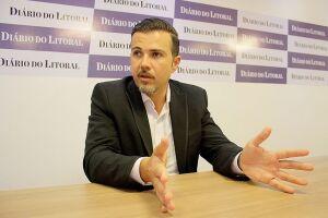 O TJ-SP determinou que o prefeito de Bertioga, Caio Matheus (PSDB), baixe seu subsídio