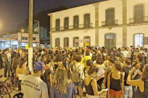 A manifestação começou às 17 horas e seguiu até o início da noite