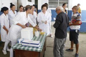A Secretaria de Saúde de Guarujá mantém o esquema de vacinação em 20 postos, entre unidades de saúde da família (Usafas) e básicas (UBS)