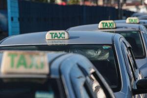 Praia Grande conta atualmente com 128 taxistas regularizados, divididos entre profissionais individuais e cooperados