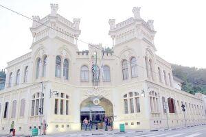 A Câmara fica na Praça Tenente Mauro Batista, nº 1