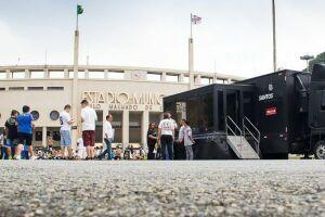 Lojas móveis estarão na Praça Charles Miller no dia do clássico