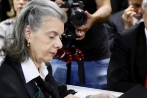 Não me submeto à pressão para pautar prisão em 2ª instância, diz Cármen Lúcia