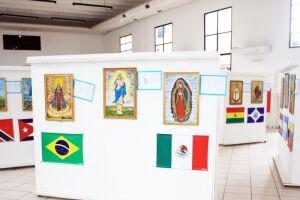 A parte histórica e cultural foi elaborada pela pesquisadora Fátima Cristina Pires, também roteirista da mostra.