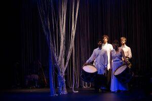 Englobando artes como dança, canto, música, teatro e poesia, o espetáculo Fino Fio será encenado hoje no Teatro Guarany, em Santos