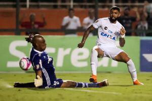 Gabigol teve boas oportunidades no clássico contra o Palmeiras, mas parou no goleiro Jailson