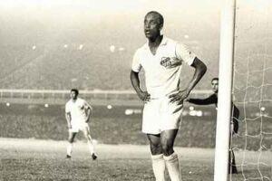 A última vez que defendeu as cores do Santos FC foi no dia 12 de julho de 1968, na derrota diante do New York Generals