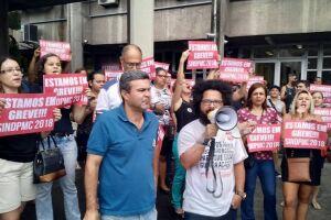 Professores ocuparam as dependências da Secretaria de Educação de Cubatão