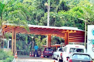 A Justiça de São Paulo determinou a retirada de placas ou barreiras que proibiam o acesso de banhistas em geral também à praia do Sorocotuba.