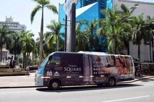 Em uma ampla ação de marketing do Times Square Residence, a Construtora Miramar adesivou por completo o ônibus seletivo da Translitoral – linha 202 de Santos