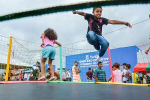 A programação para a criançada do bairro inclui recreação infantil, pula-pula, ação recreativa de saúde bucal, teatro de fantoches de conscientização contra a dengue; além de distribuição de pipoca e algodão doce