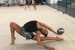 A atleta Julia Agrela (Brasil FC/Semes/Fupes) é uma das representantes paulistas na Seletiva Nacional do Gymnasiade de ginástica rítmica
