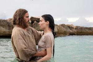 Joaquin Phoenix é Jesus e Rooney Mara, Maria Madalena