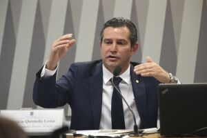 Maurício Quintella é o ministro dos Transportes, Portos e Aviação Civil